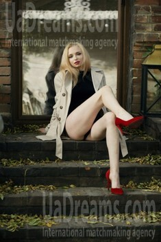 Elizabeth from Sumy 18 years - want to be loved. My small public photo.
