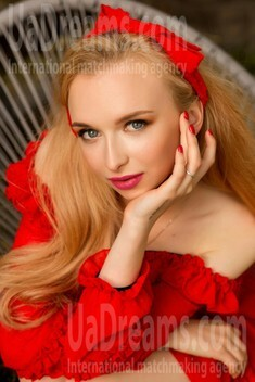 Elizabeth from Sumy 18 years - search for love. My small public photo.