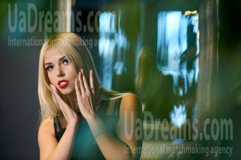 Alyonka Kremenchug 27 y.o. - intelligent lady - small public photo.