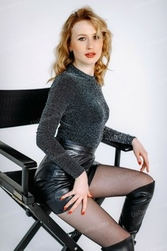 Annette Poltava 25 y.o. - intelligent lady - small public photo.