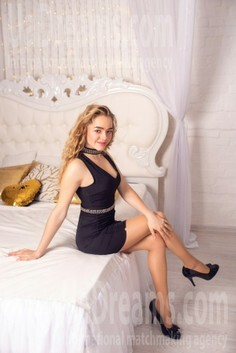 Natalia Zaporozhye 20 y.o. - intelligent lady - small public photo.