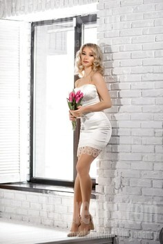 Diana Rovno 24 y.o. - intelligent lady - small public photo.