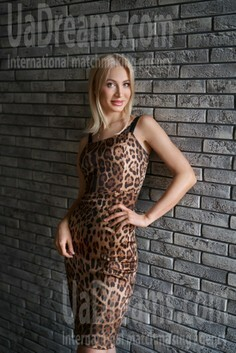 Julia Nikolaev 34 y.o. - intelligent lady - small public photo.