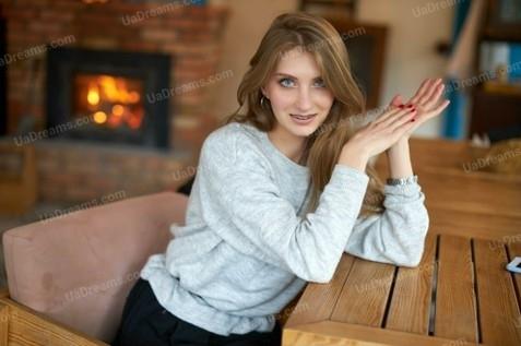 Anastasiia Kremenchug 22 y.o. - intelligent lady - small public photo.