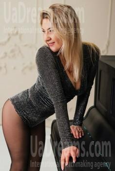 Alyona Dnipro 28 y.o. - intelligent lady - small public photo.